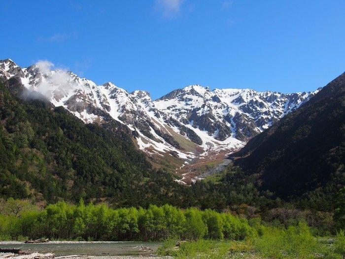 小梨平キャンプ場から見える雪が解け始めた早大に広がる穂高岳