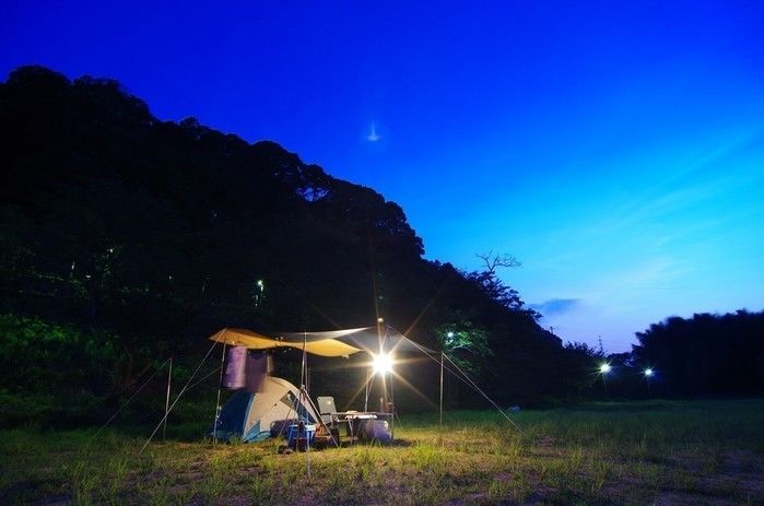 sキャンプ場に張られたソロキャンプ用のテント