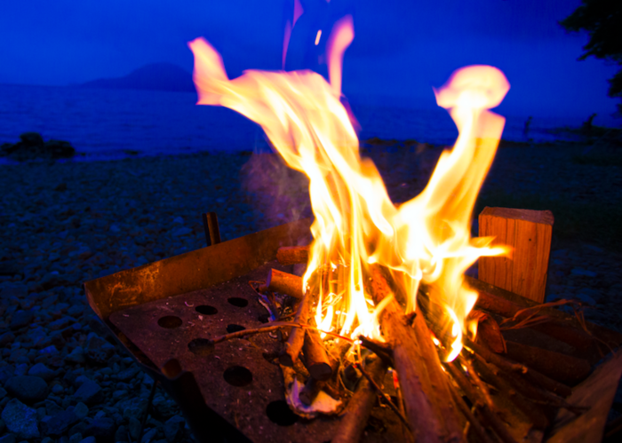 ソロキャンプの焚き火