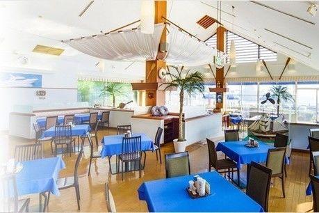 加山雄三ミュージアムのシーサイドレストラン『ウインディ』の店内