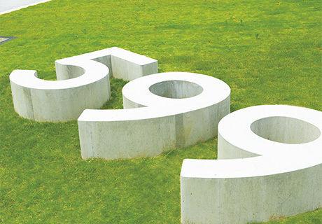 TAKAO599MUSEUMの芝生の広場