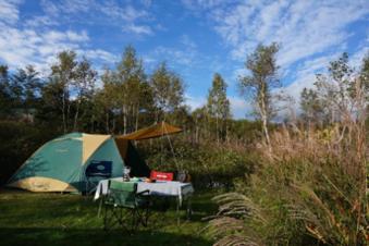 無印良品南乗鞍キャンプ場にテントを張った様子