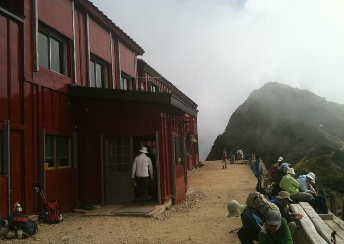 唐松岳頂上山荘の様子