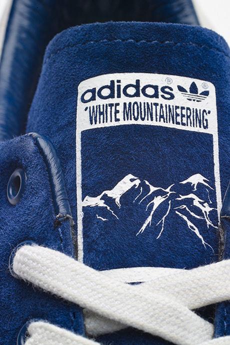 White Mountaineeringのロゴのスニーカー