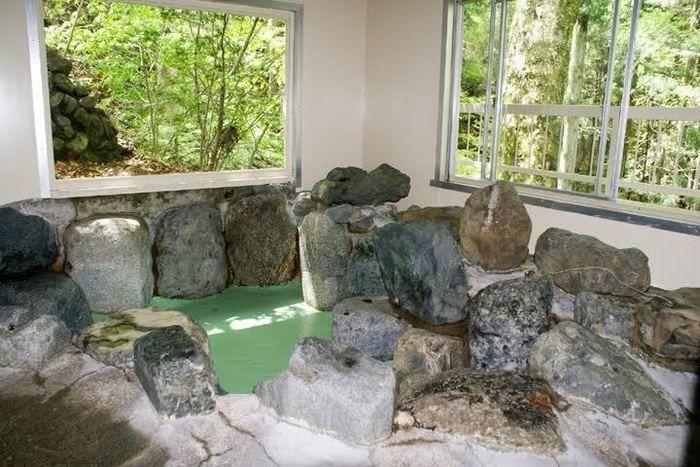 ネイチャーランドオムの岩風呂