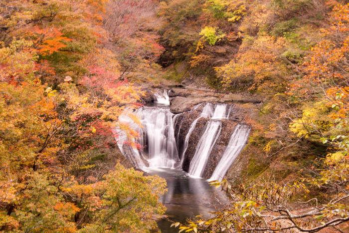 袋田の滝の紅葉の景色