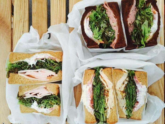 サンドイッチの色鮮やかな断面