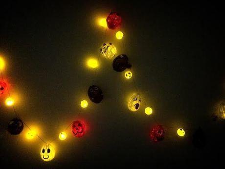 ライトを灯したおばけランプ