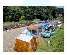 ケニーズファミリービレッジの河原のテントサイト