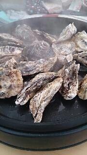 酒蒸し牡蠣を作っている様子