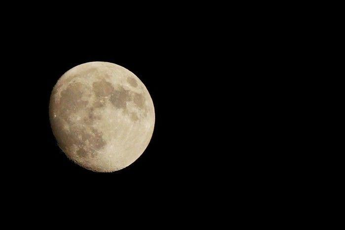 PICA富士西湖でVixenの星座観察セットをレンタルして見ることのできる月