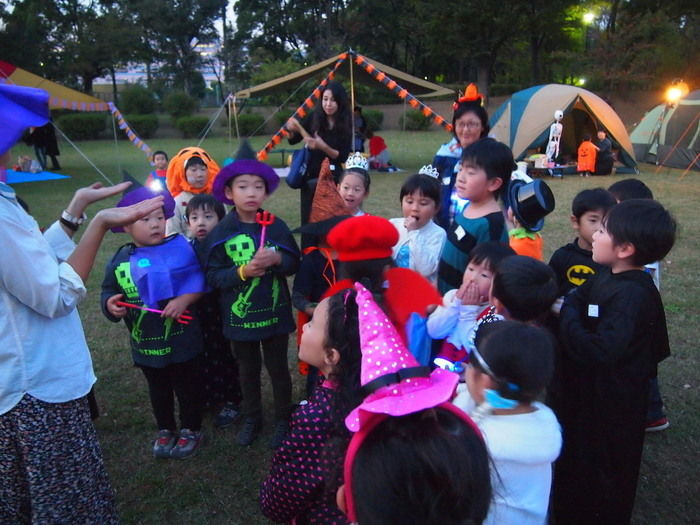 Campeena 主催イベント Happy Halloween campのワークショップに参加する子供