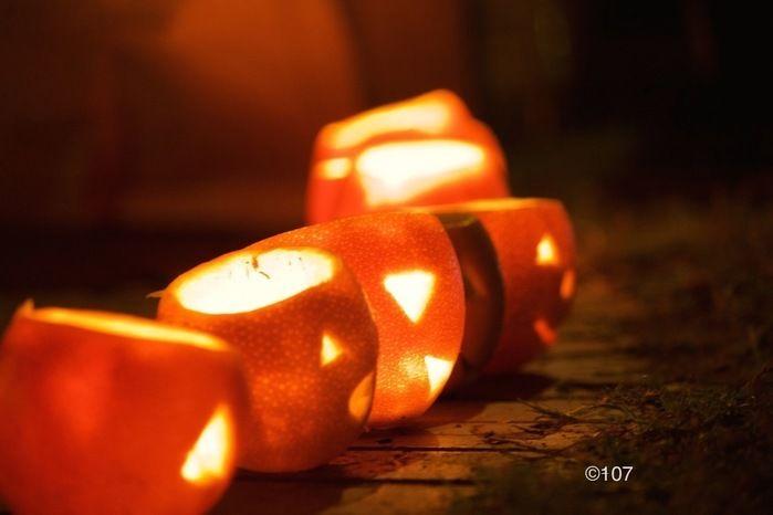 灯されたオレンジランタン
