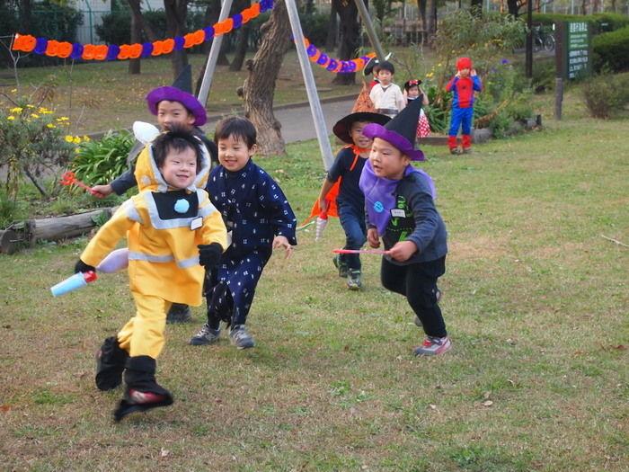 Campeena 主催イベント Happy Halloween campで走り回る子供