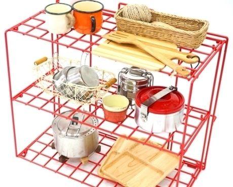 キッチンツールが置かれたThe Folding 3 Stages Rack