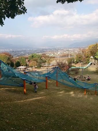 山梨県八代ふるさと公園、わんぱく広場のアスレチック遊具