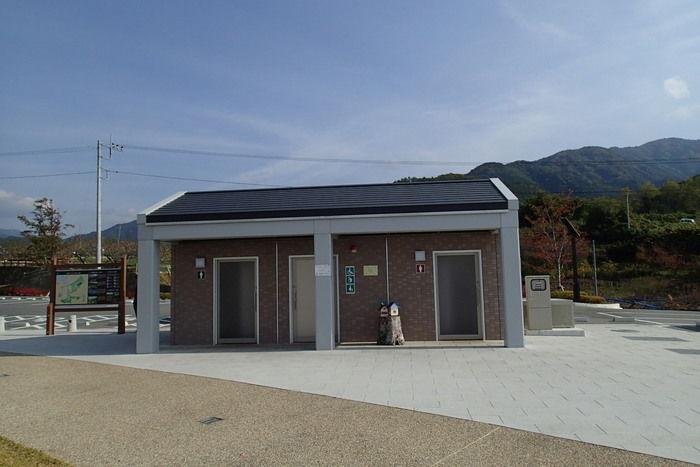 山梨県八代ふるさと公園のトイレ