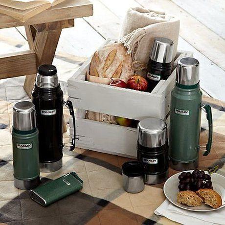アラジン社のスタンレーボトルと食卓