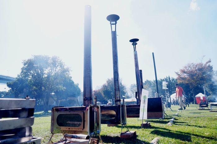 焚火クラブ@若洲キャンプ場に並べられた薪ストーブ
