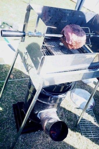 BBQグリルとして使われているロケットストーブ