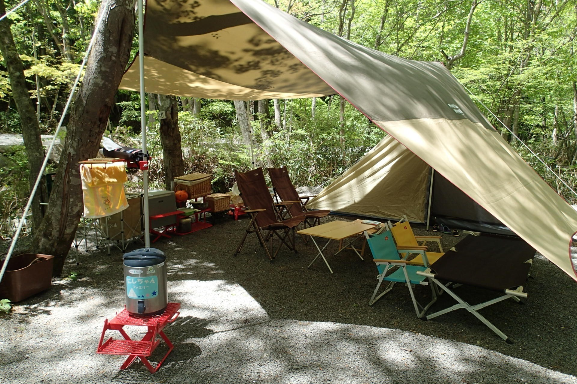 にしちゃんママののキャンプのタープ内の様子