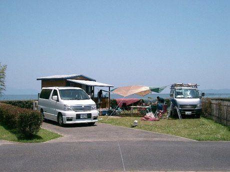 マイアミ浜オートキャンプ場でのワゴンを横付けしてのキャンプの様子