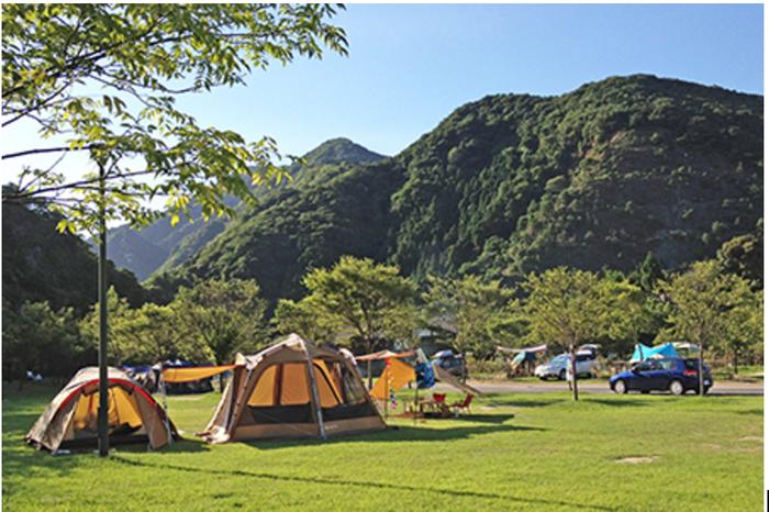 青川峡キャンピングパークのキャンプサイトの様子