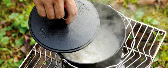 スノーピークのミニダッチオーブンで炊いた米