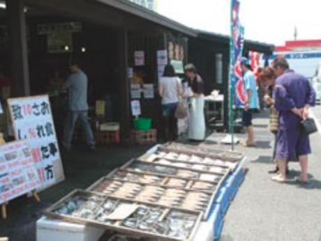 大洗漁港に訪れる人々