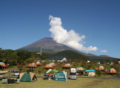 キャンピカ富士ぐりんぱのキャンプサイトの様子