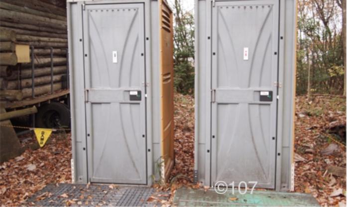 キャンプ場にある屋外トイレ