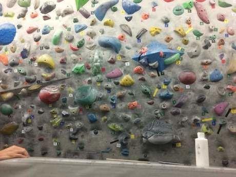 ボルダリングの壁面と滑り止め