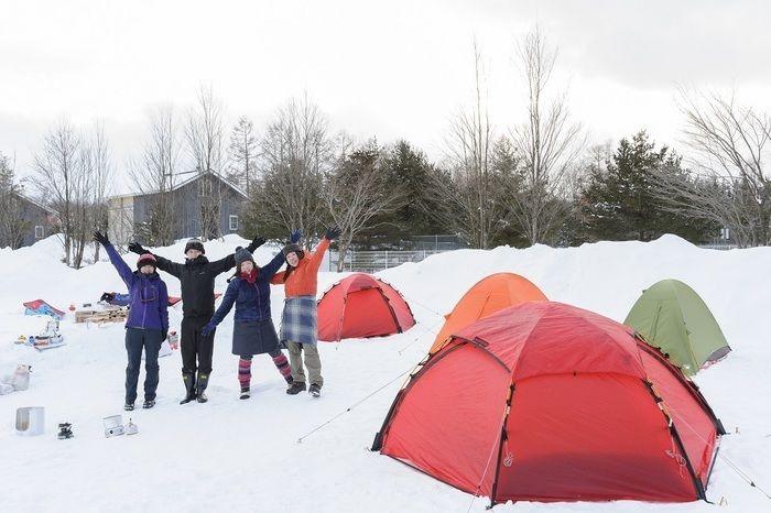 雪の上に張ったテント