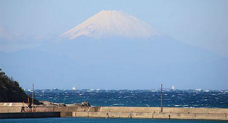リゾートホテル休暇村館山から見える海と富士山