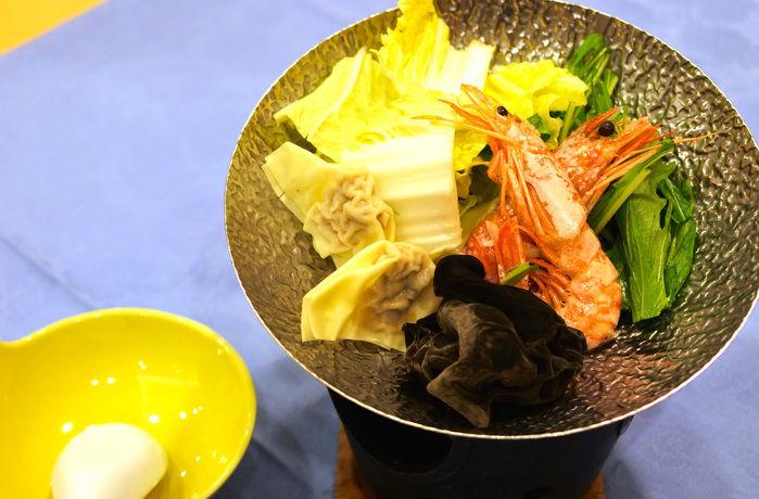 リゾートホテル休暇村館山のバイキングの海鮮・薬膳鍋
