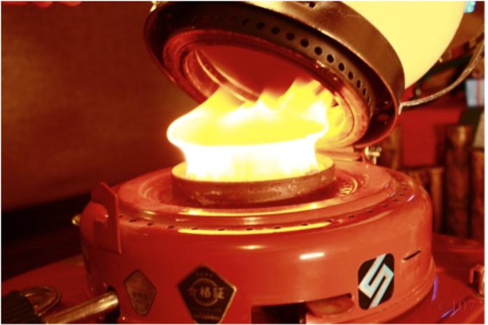 SS-6ストーブの炎のアップ