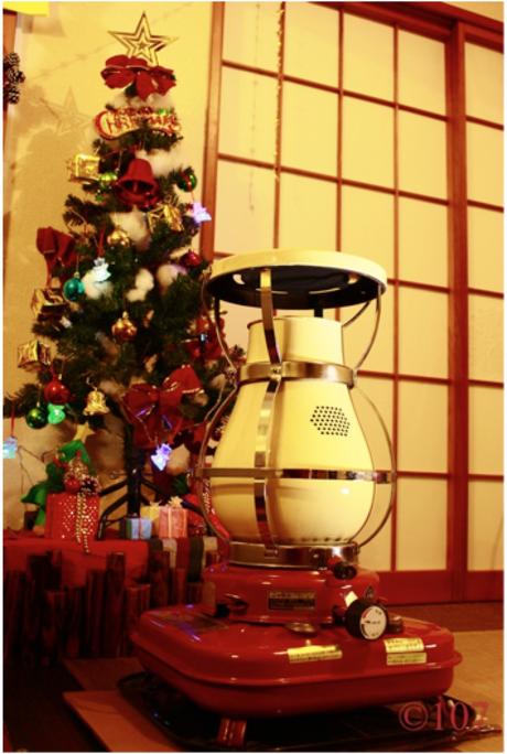 クリスマスツリーとSS-6のアンティークストーブ
