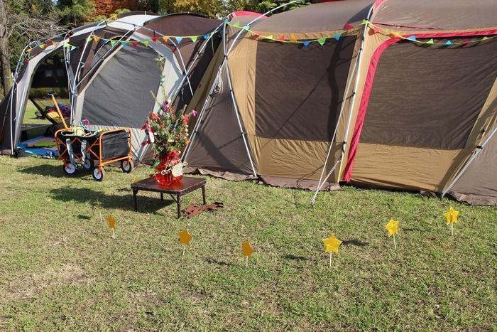 クリスマス装飾されるテント