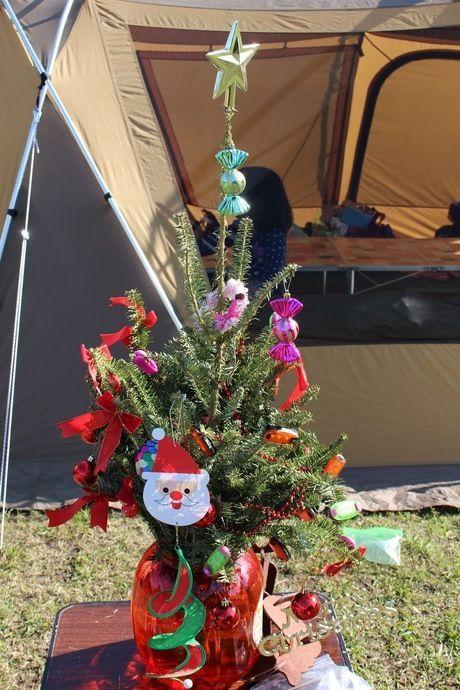 飾り付けされたクリスマスツリー