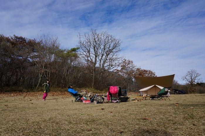 朝霧ジャンボリーでキャンプを楽しむ家族