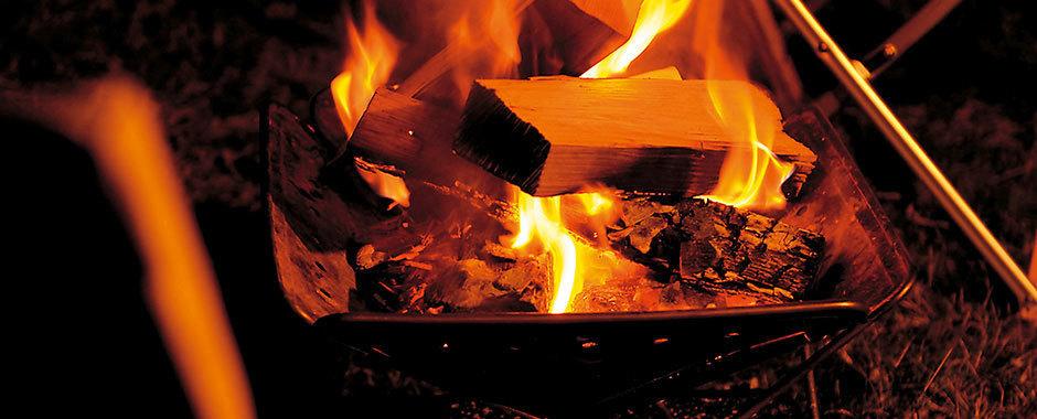 トングと焚き火