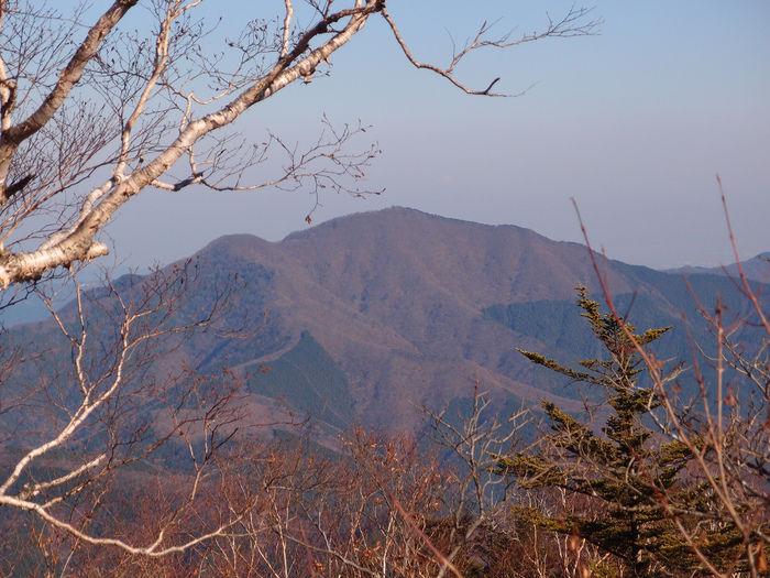 三頭山の外観
