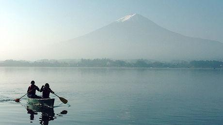 星のや富士で体験できる早朝カヌー