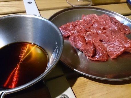 山崎精肉店の馬刺し