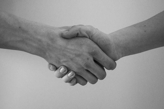 握手の写真
