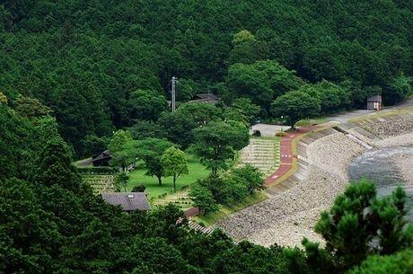 銚子川での川遊びから世界遺産で有名な熊野古道でのハイキング等も楽しめるキャンプinn海山