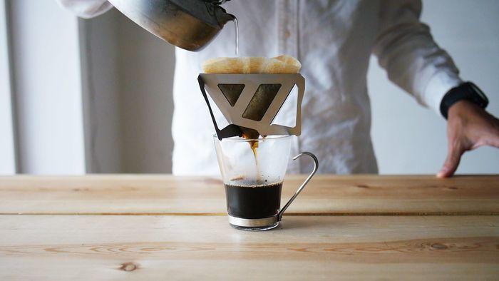 コーヒーをドリップしている様子