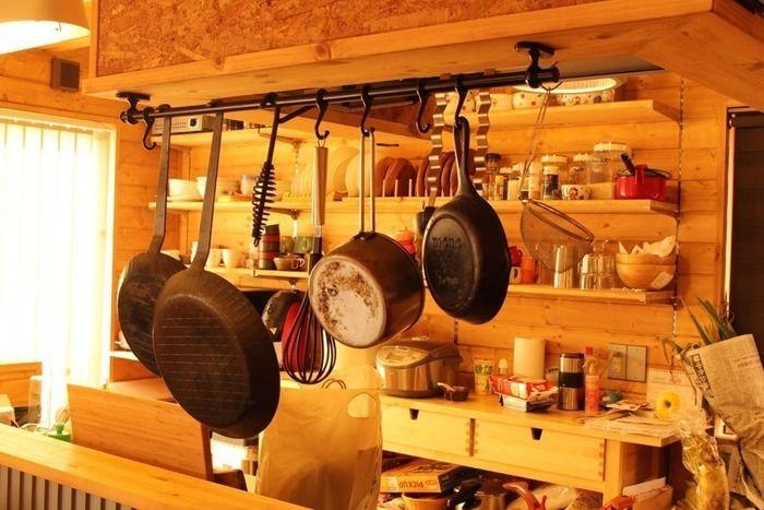 キッチンに吊るされた調理用具