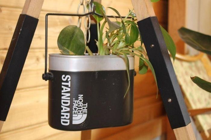 植物を育てているノースフェイス入れ物