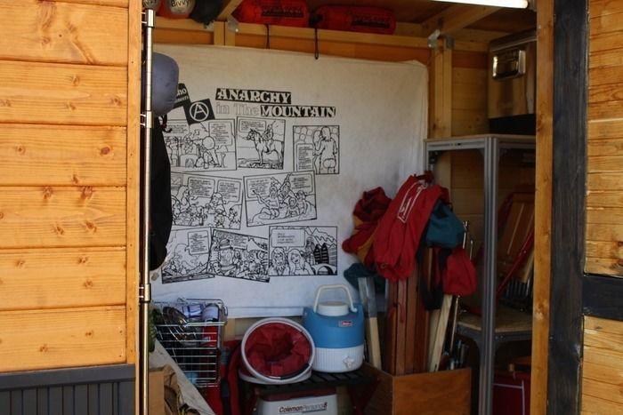 キャンプギアを収納したkabawoさん手作りの小屋